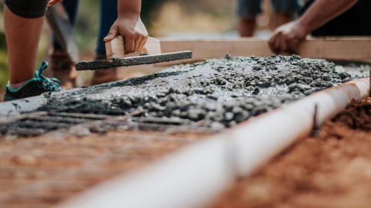 Comment calculer le volume de béton pour une dalle ?